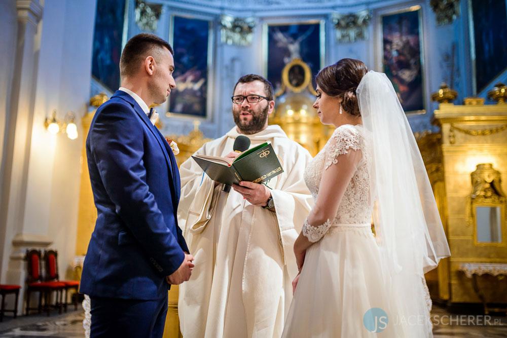 fotograf slubny lublin 06 - Magda i Mateusz | Klasztor Ojców Dominikanów